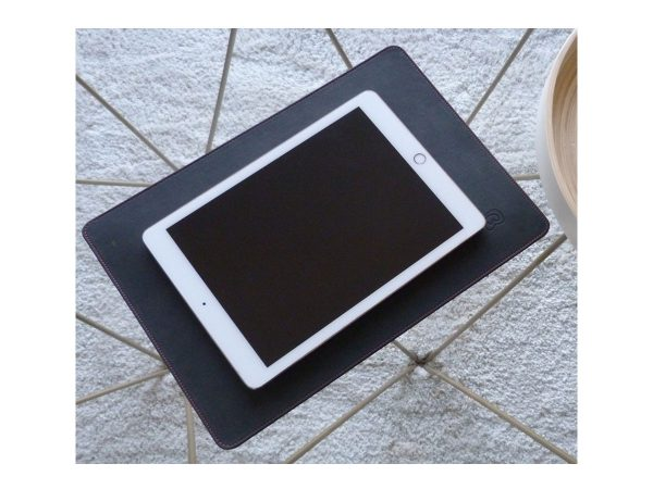"""Wavewall Pad 13"""" with tablet"""